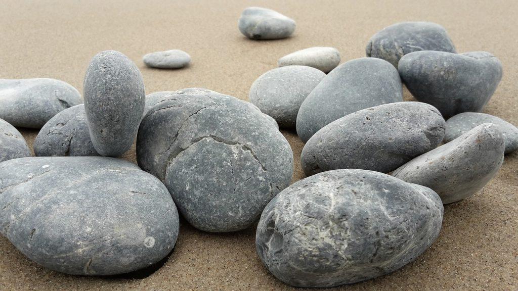 e835b20820f6083ecd0b470de7444e90fe76e6d21bb812409df9c9_1280_basalt-rocks